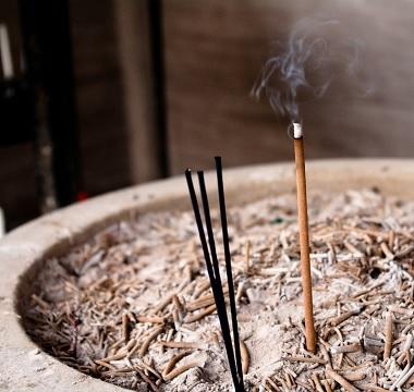 日本の「お線香」が仏壇のない国でも売れる理由