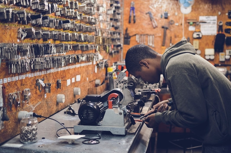 製造業が人材育成を考える際にチェックしておきたい政府系サイトと資料
