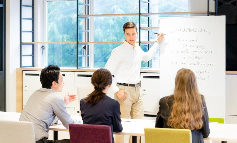 英語学習に取り組むビジネスパーソンの実態は?
